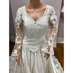 Dresses & Skirts - New White Long Sleeve Lace Wedding Dress